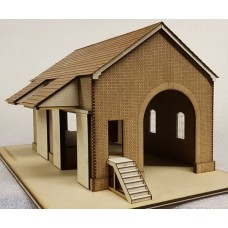 KIT04-01-03: O Gauge Pitched Roof Goods Shed